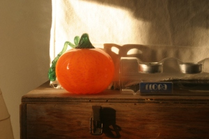 This is a little glass pumpkin that I bought from a glass studio in Townsend, MT (Goose Bay Glass).  We didn't have a lot of decorations up for Thanksgiving, just little touches like this ...
