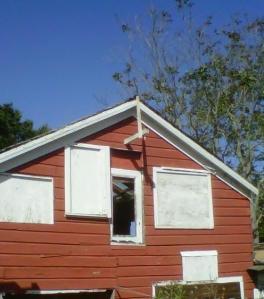 Alameda - top of dilapidated barn near Marketplace