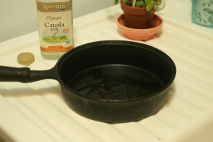 Houseproud kitchen - cleaning cast iron pan step 05