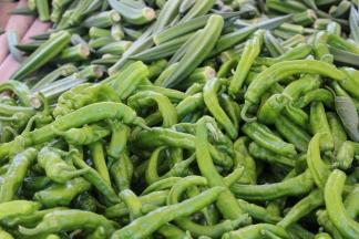 Houseproud fieldtrip farmers market peppers okra IMG_1234