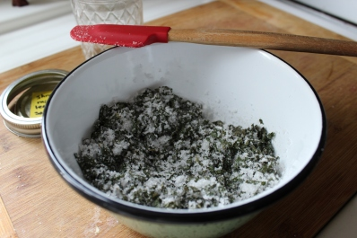 Houseproud salts making fresh mint leaf salt IMG_1289